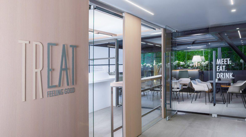 Επισκεφτείτε το Treat Café